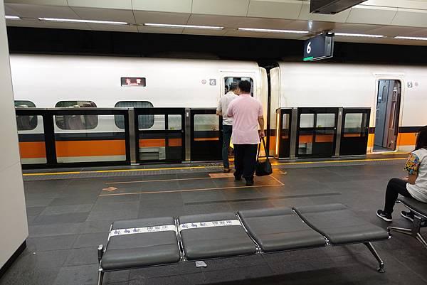 台北站月台門(1A)