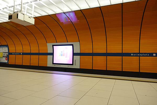 慕尼黑U-bahn投影機廣告