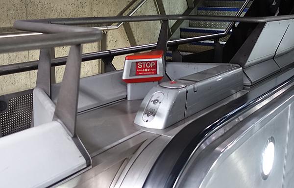 倫敦地鐵緊急停止按鈕