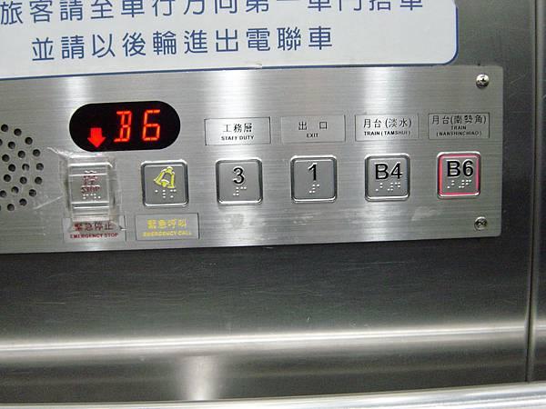 景安站電梯樓層按鈕