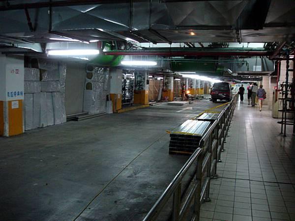 臺北站U-1層東側停車場人行通道更新工程