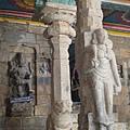 柱上的神像雕刻