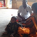 來廟裡參拜的印度家庭