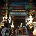 千柱堂,現已充當美術館,展出古代神像雕刻,堂中央有尊Nata Raja