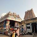 到了~ 一樣是艷麗的gopuram
