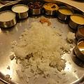 到站時間是中午,直奔餐廳啦~好吃Thali一份Rs30~65...好吃又可以吃到撐~ 旅程中我最愛!
