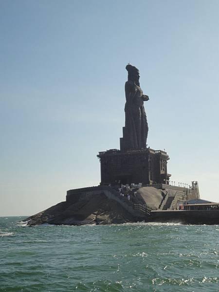 Thiruvalluvar Statue, 一位詩人,著作是Thirukkural.
