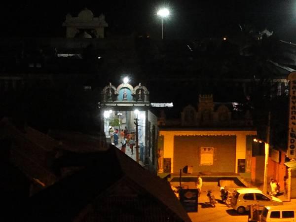 4點半,就有人到Devi Kumari Temple參拜了...