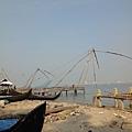 科欽堡有一整排中國漁網~當然這都是演給觀光客看的,真正在捕魚的網子們在很遠的海上!