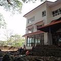 前次來的住處已經蓋新房~