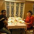 民宿老闆是外國人,來自義大利:Monica~~左邊是她的員工Ashik