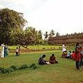 神廟庭園。信眾要脫鞋才能進入神廟的領域,相同的,看環境如此清爽乾淨就知道這座廟在印度人心裡地位十分崇高!!