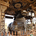 高大的Nandi,向著殿內的Lord Shiva朝拜