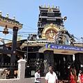 往Padmanabhaswamy Temple 的路上,在Gandhi Rd的十字路口有座象神廟