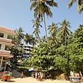 海灘邊有成群的旅館, 價錢都頗高~ 不過可以好好享受海景! 如果跟我一樣是窮人可以住Trivandrum市中心, 要來海邊再搭車就好了~