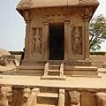 Draupati Ratha~ 屋頂很特別~ 據說是依照當時民宅樣子所設計的