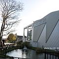 鮭魚館建了個河底窺看窗,這裡可以觀察鮭魚洄游的生態行為