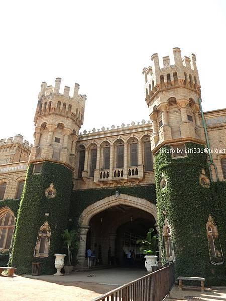 palace正門