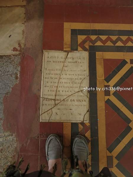 教堂地面碑文