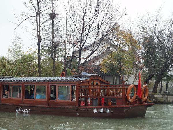 會船,西溪有兩種船可搭,一是像這樣的電瓶船,另一種是搖櫓船