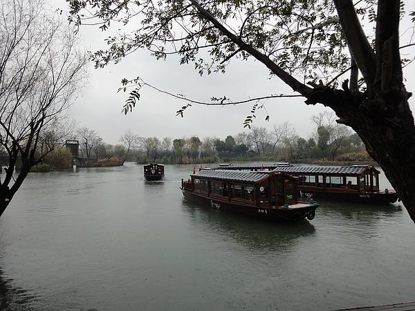 龍舟在這裡競賽~ 從清朝到現在都是,可以想像很熱鬧的樣子!!