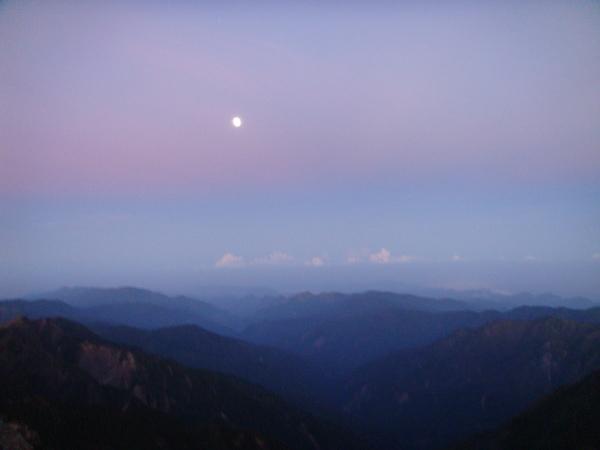 這...是月亮吧
