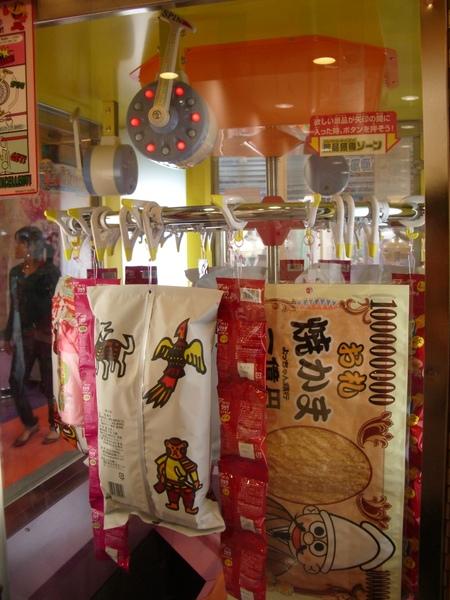 日本夾娃娃機夾的是特大號食品