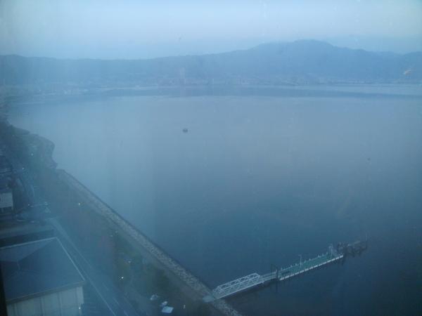 清晨的琵琶湖,還沒吃早餐就迫不及待要下樓...