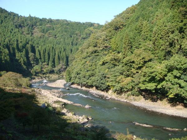 """這河谷叫做""""保津峽"""""""
