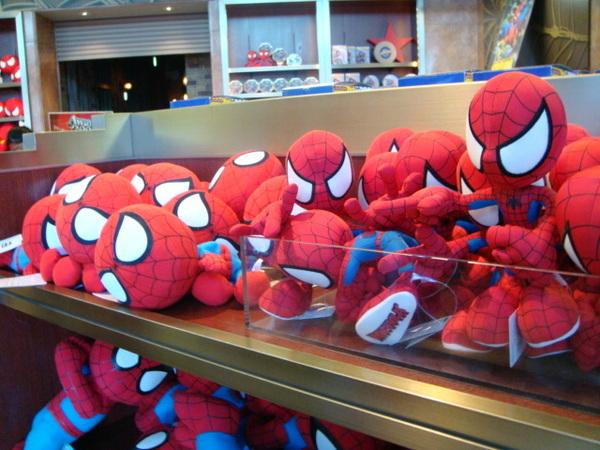 蜘蛛人..趴成一堆
