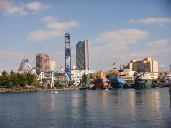 環球影城裡的湖,是大白鯊與彼得潘的場景