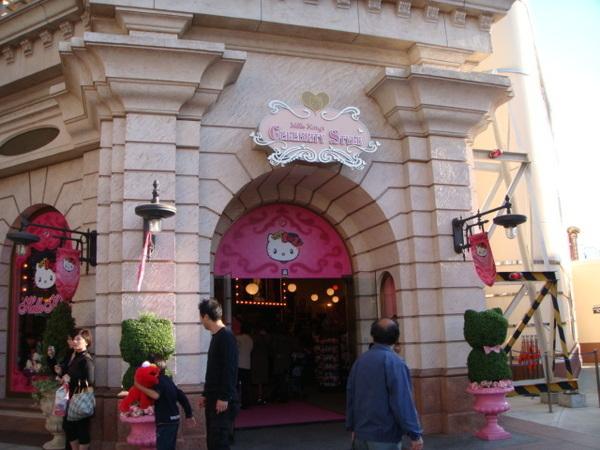 歡迎來日本國寶-HOLLO KITTY さん之家,整間粉紅色,頭都暈了