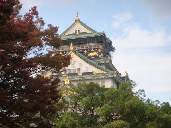 大阪城天守閣。其實每個城最上層的閣樓都叫天守,天守閣並不是大阪城獨有