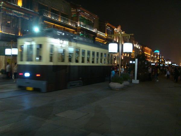 車票RMB 2,好像一小時一班吧