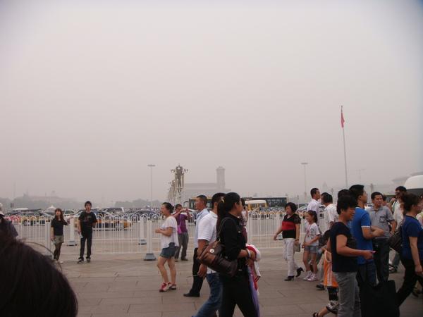 北京建築都是沿中軸線建的,只是空氣污染太嚴重,感覺不到這條中軸線...可惜