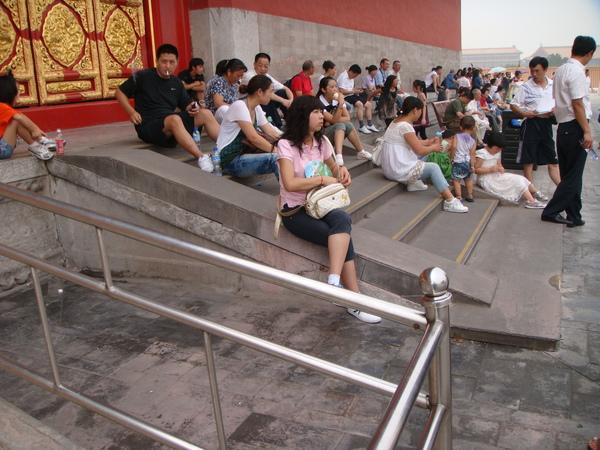 北京許多古蹟之處,都變成居民的花園,大家會來此休憩兼野餐