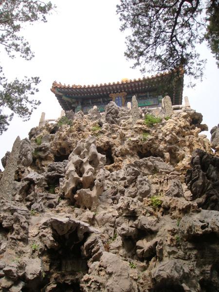 忘了是什麼亭子,建在由江南運來的怪石上