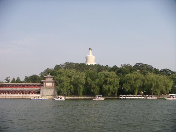 瓊華島,沒過去是因為沒碼頭可上下船,要上岸走過去