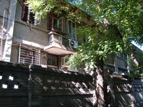 柳蔭街旁的住家