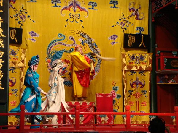 今天演的是白蛇傳 - 許仙與白娘娘的故事