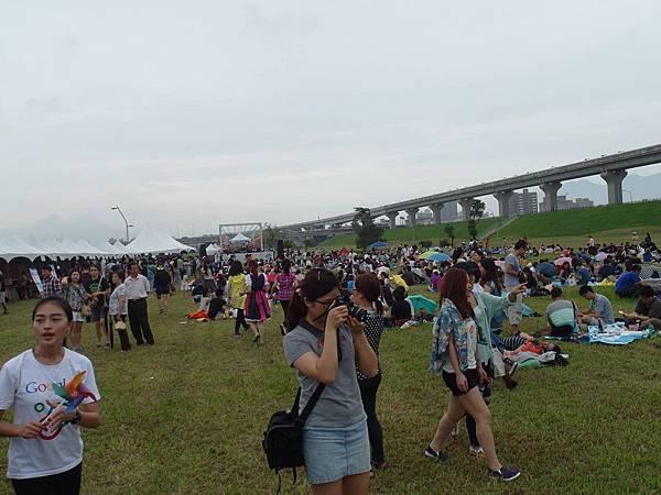 超多人一起野餐~很酷
