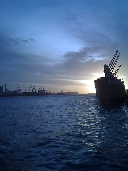 高雄光榮碼頭的夕陽