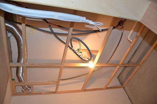 平釘天花板3-要藏的管線非常多