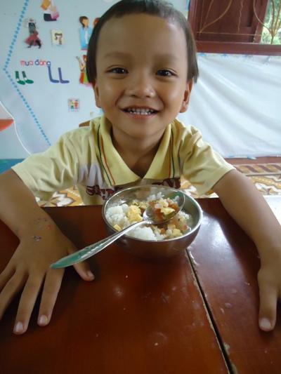 孩童快樂用午餐 (2).JPG