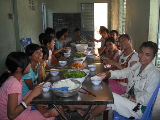 給孩童舉辦營養補助活動.jpg