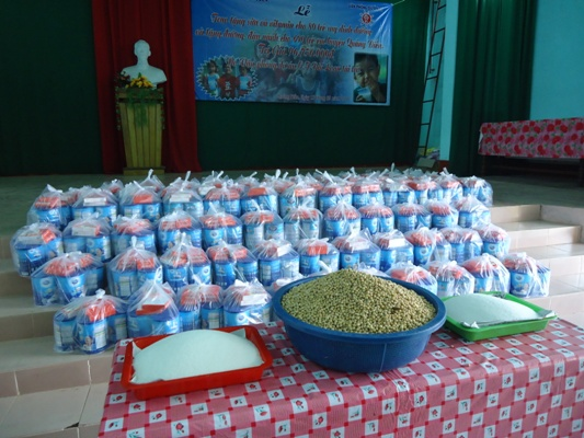 為至善各所幼兒中心頒發黃豆與白糖1.JPG