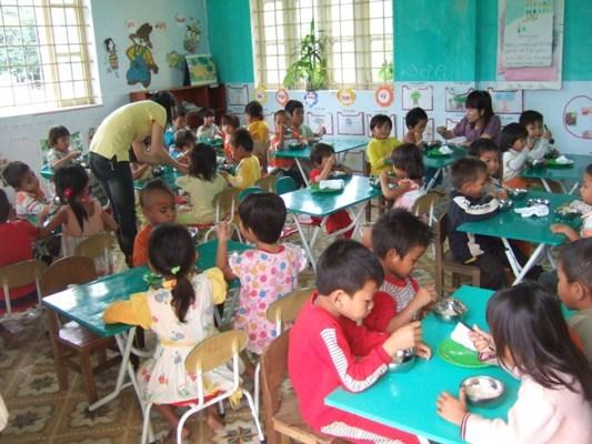 達克隆孩童在校用營養午餐.JPG