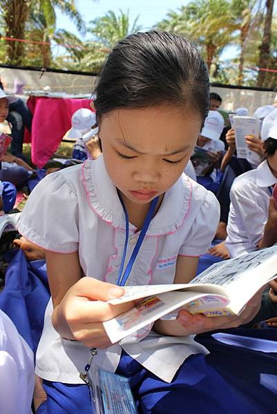 孩子都認真看書