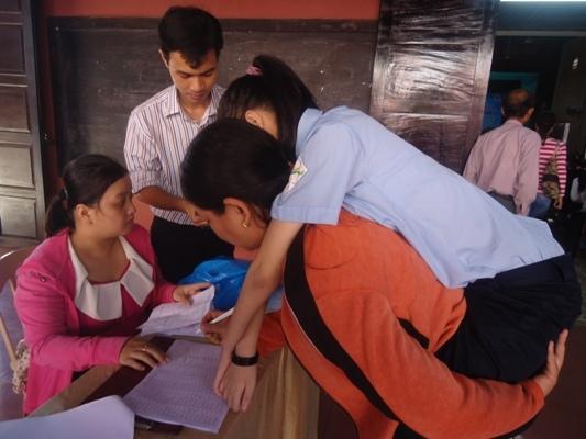 順化省孩童來領助學金 (1)