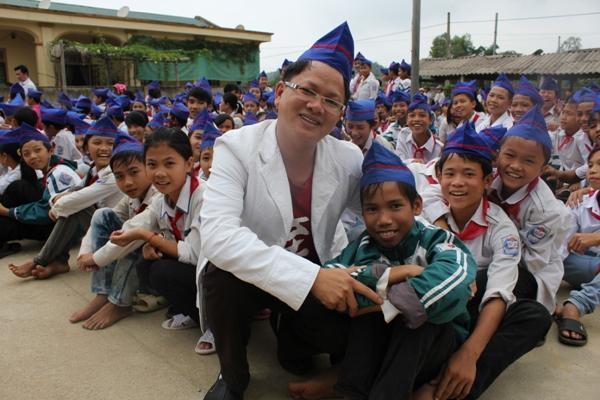 義安省孩童來領助學金 (1)